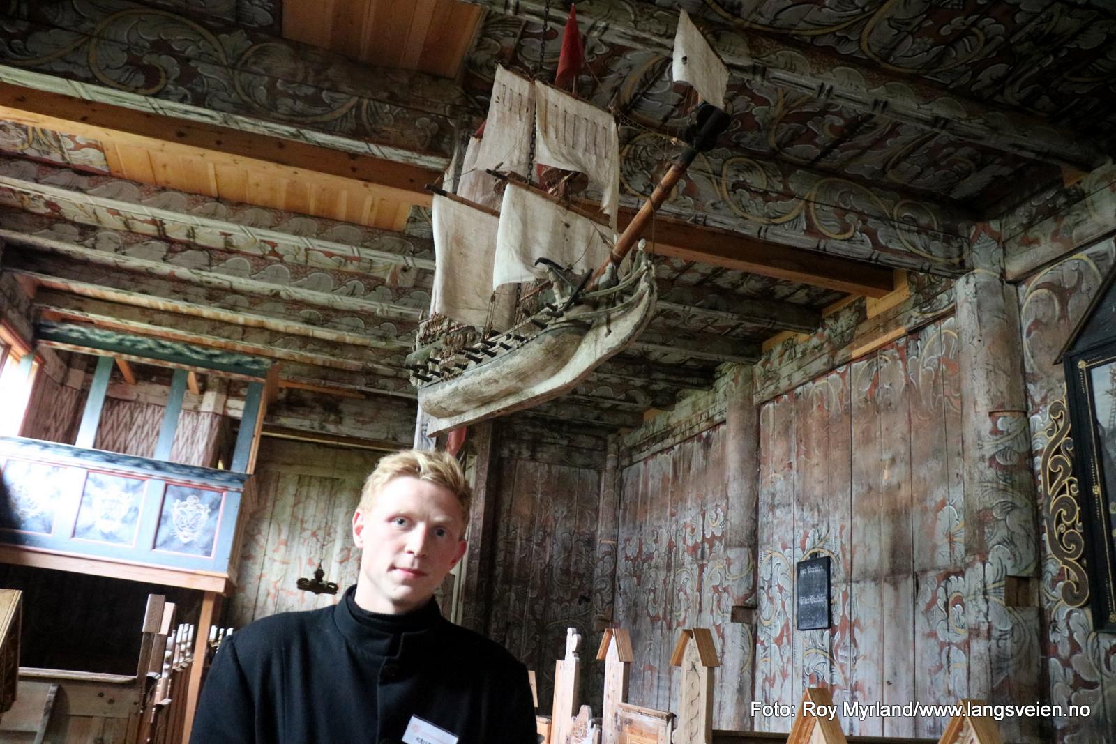 vold omviser guide kvernes stavkirke foto roy myrland